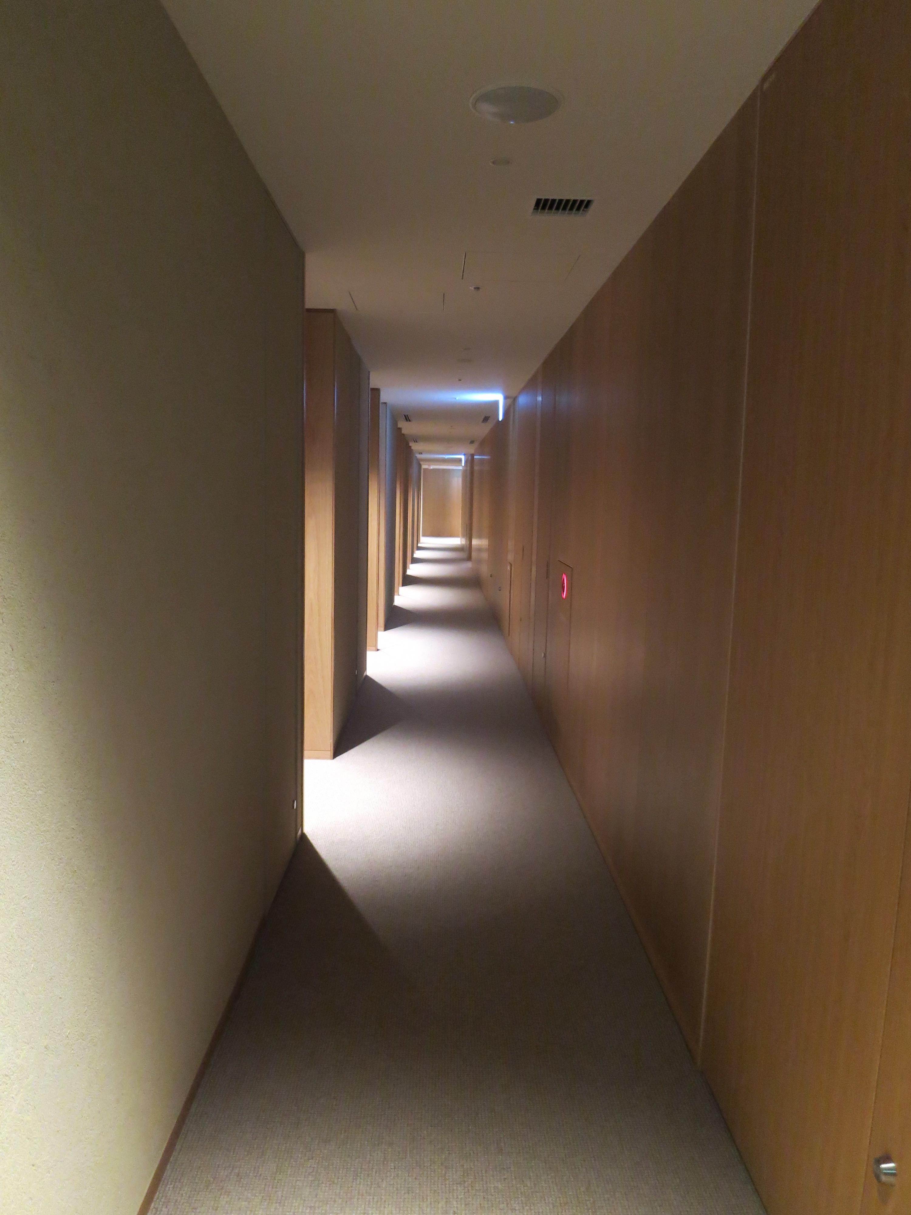 191121 銀座 MUJIHOTEL  客室階廊下